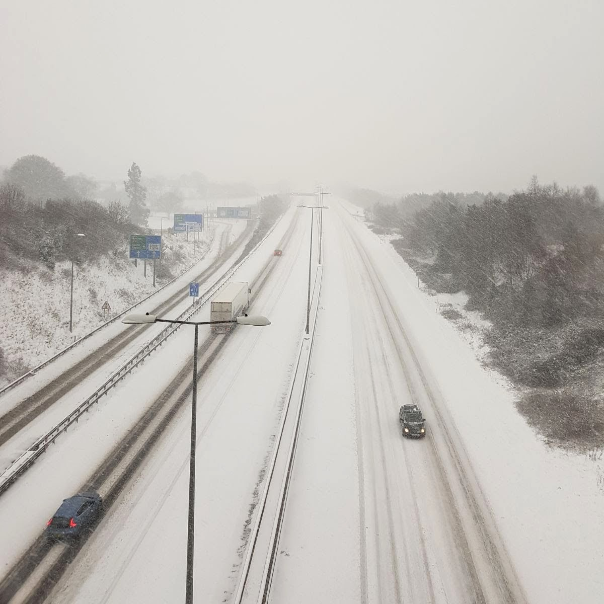 Snow covering the M5 near Junction 29 looking northbound